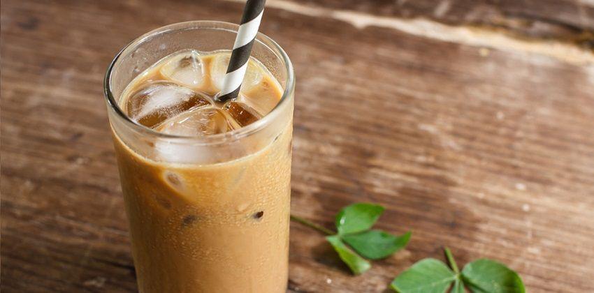 Ly cà phê khi pha xong sẽ có màu nâu đậm, béo ngậy, ngọt ngào