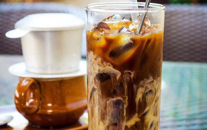 Đối với cà phê có vị mạnh thì nên làm lạnh trước khi uống