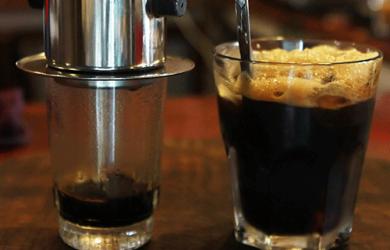 Một ly cà phê đen thơm ngon nguyên chất là sự kết hợp của nhiều yếu tố